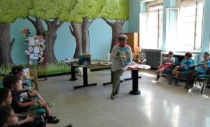 2014-06-05_Luisa-legge-ai-bambini della-Scuola-via-Amantea